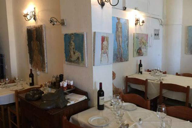 קירות המסעדה תמיד יארחו תערוכה מעניינת אחרת (צילום: נסטור אפלבאום)