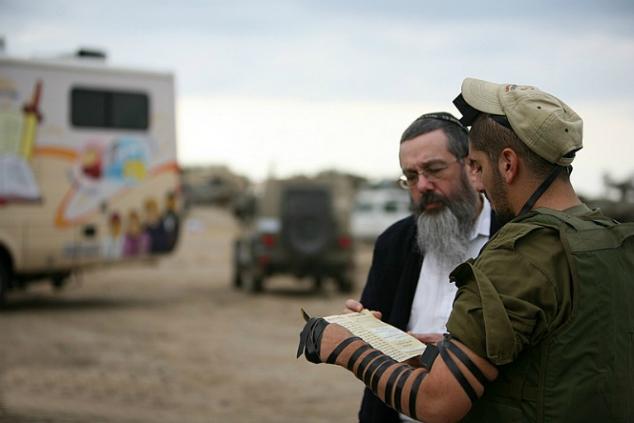 """הזהות היהודית מכרסמת בזהות הישראלית החילונית (צילום: ניידות חב""""ד)"""