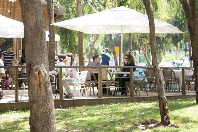 בית קפה בחורשה (צילום: יעל אמיר)