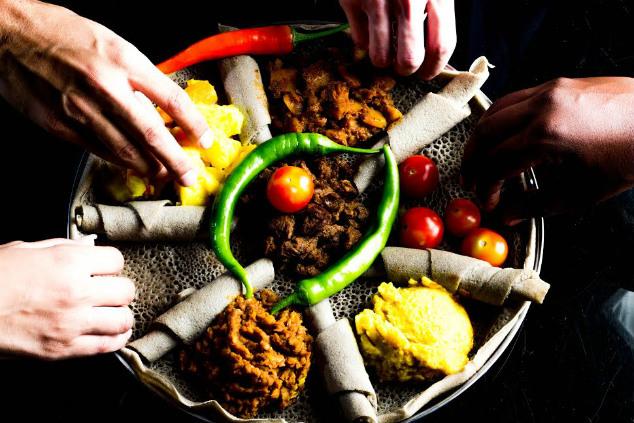 אוכל אתיופי מסורתי במסעדת אדיס עלם (כל התמונות של אדיס צולמו על ידי: אסצ'לאו מתקו, גדעון אגז', אברהם מששה)-1