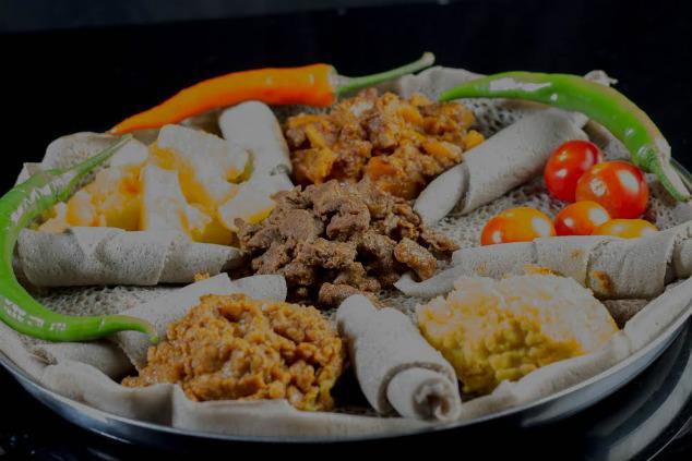 אוכל מסורתי במסעדת אדיס עלם (צילום: אסצ'לאו מתקו, גדעון אגז', אברהם מששה)