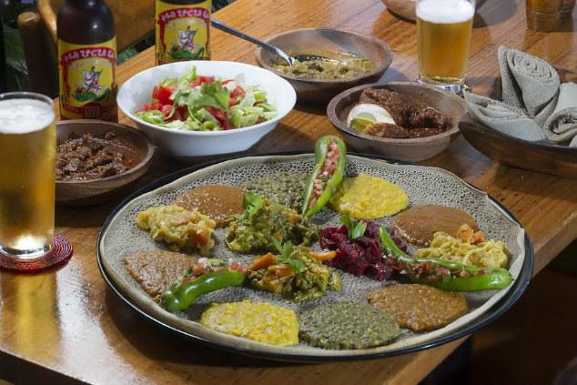 מטבח שמשלב גם מוטיבים מערביים. בלינג'ירה (צילום: אנטולי מיכאל)