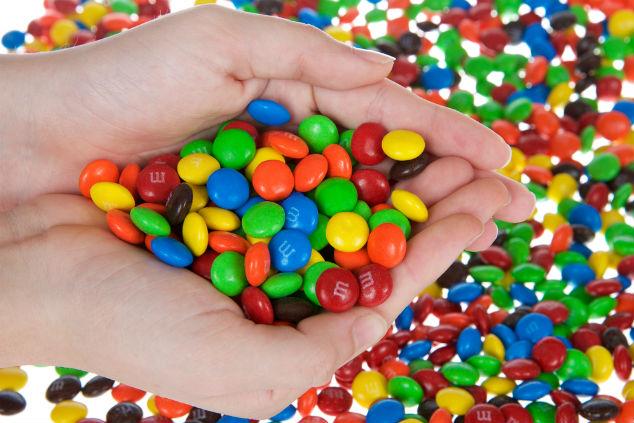 אם תסתכלו תבחינו שיש רק M אחת בסוכריות השוקולד האלה (צילום: שאטרסטוק)