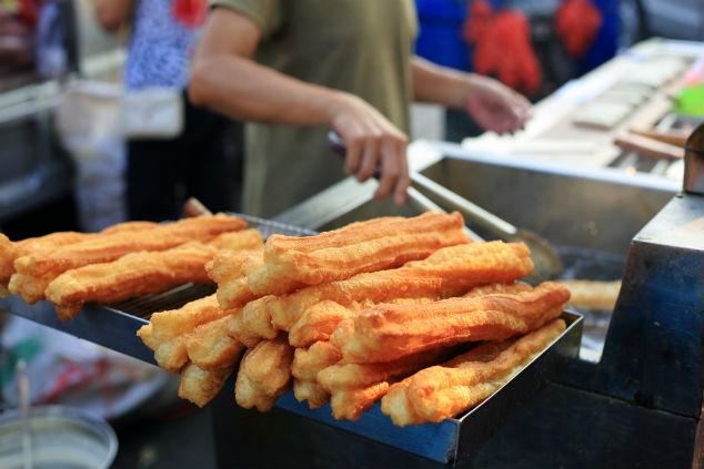 נראה כמו צ'ורוס אבל לא – יוטיאו אצבעות לחם מלוחות (צילום: שאטרסטוק)