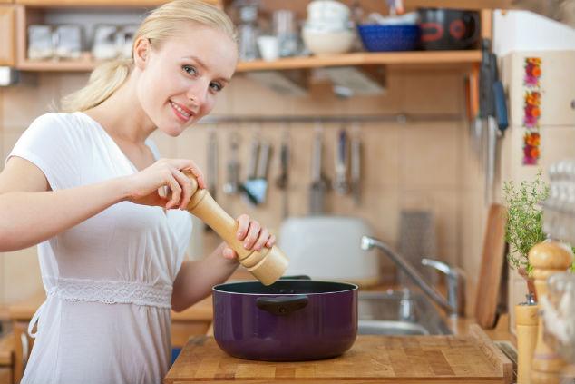 להתחיל לתבל את העניינים במטבח (צילום: שאטרסטוק)
