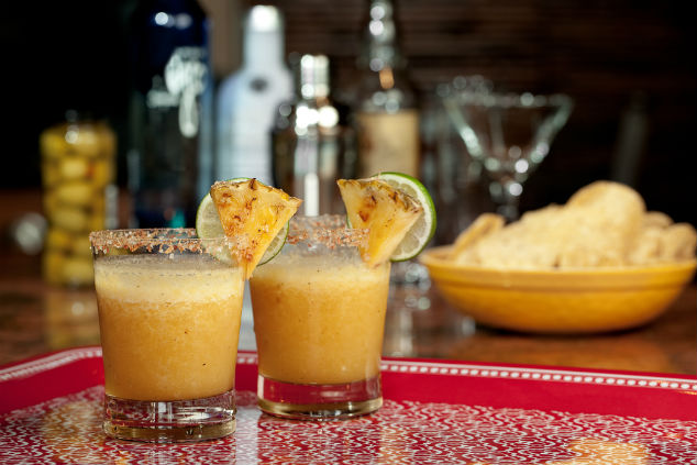 הרגע הנוסף שלוקח לבחור משקה שווה את משקלו בטעם, ארומה, טקסטורה והנאה (צילום: שאטרסטוק)