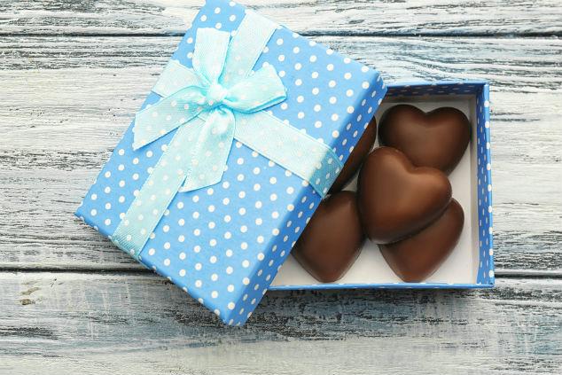 מתנה של שוקולד היא הבטחה מתוקה ומענגת (צילום: שאטרסטוק)