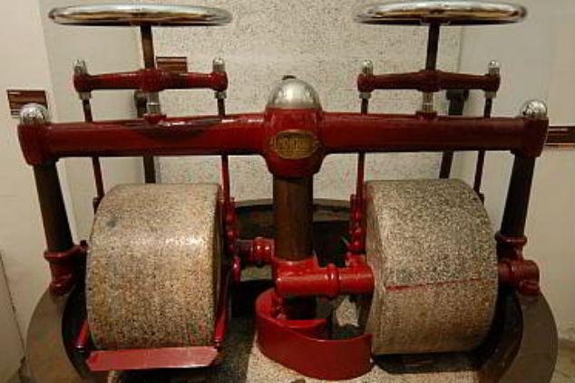 מטחנת קקאו במוזיאון השוקולד בברצלונה (תמונה מתוך אתר המוזיאון)