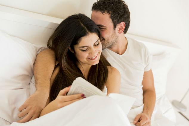 הרבה זוגות קוראים במיטה, מתרגשים ומנסים (צילום:שאטרסטוק)