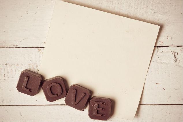 לא עוד פתק ושוקולד – אלא פתק אישי משוקולד (צילום: שאטרסטוק)