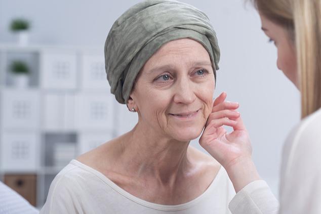חולת סרטן סופנית (צילום: שאטרסטוק)