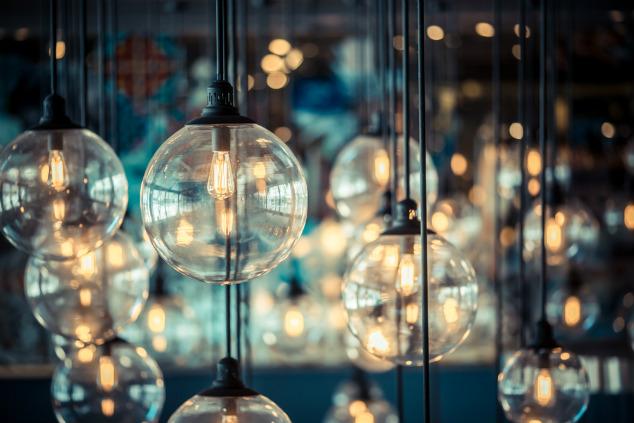 זו דוגמא מצוינת לנורות שהם גם דקורטיביות – וגם חסכוניות במיוחד (צילום: שאטרסטוק)