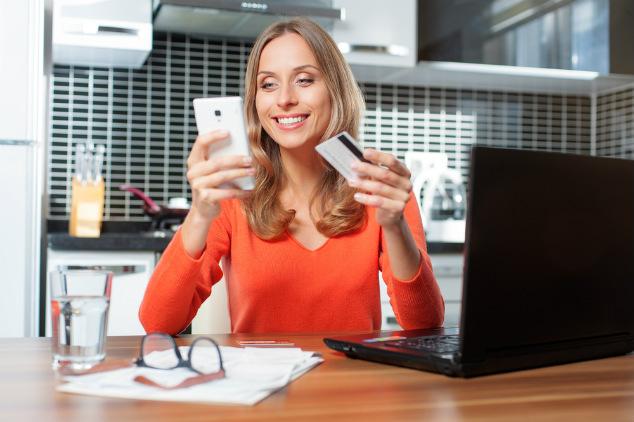 מכירה את החיוך הזה כשמגיע חשבון החשמל? לא? אולי התמונה שלמעלה תעזור (צילום: שאטרסטוק)