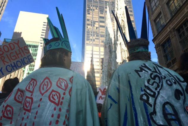 נשים במחאה בניו יורק