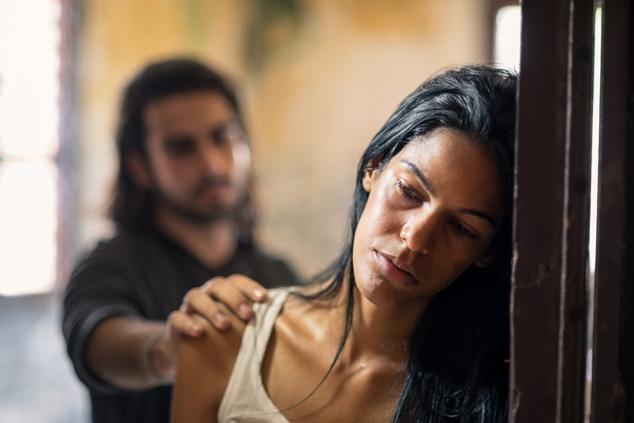 אישה מוכה או אישה בזנות? מה ההבדל בעצם? (צילום: שאטרסטוק)