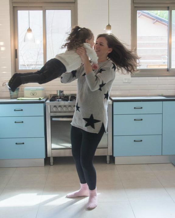 שירלי טמיר עם תינוקה