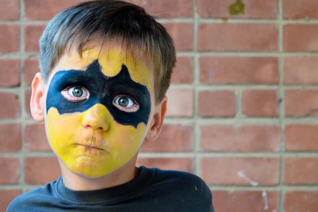 ילד לא רוצה להתחפש (צילום: שאטרסטוק)