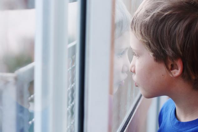 ילד על הרצף האוטיסטי (צילום: שאטרסטוק)