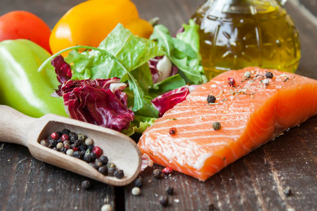 דיאטה ים תיכונית בשילוב מזון העל - סלמון (צילום: שאטרסטוק)