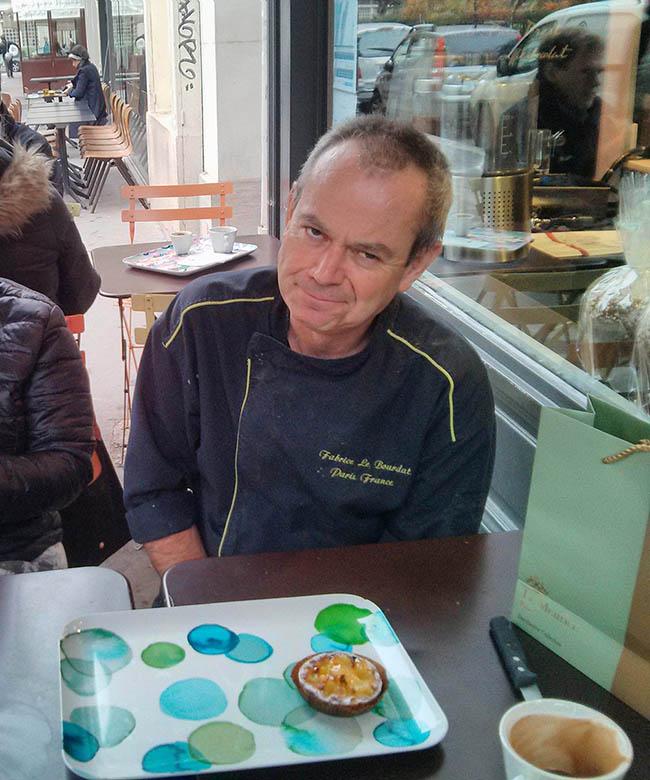 שף־פטיסייר פבריס לה בורדה מסב לשולחננו. צילום: דנית סלומון