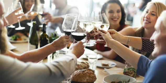הסוד שלנו: אלכוהול איכותי. כזה שגורם לכולם לשתות בלי לשים לב. תודו לנו לקראת 22:00 כזה, כשהעניינים יהפכו מעניינים באמת