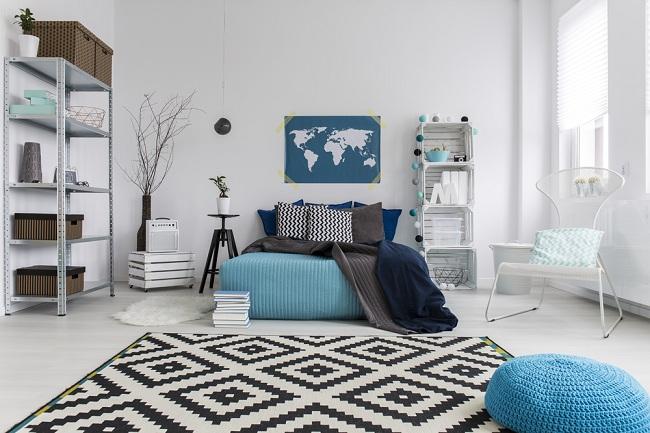 עיצוב שחור-לבן עם נגיעות כחול: מרכך ומאזן (צילום: Shutterstock)