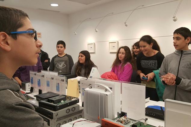 תלמידי אור צור הדסה מבקרים בחברת מארוול (צילום: תעשיידע)