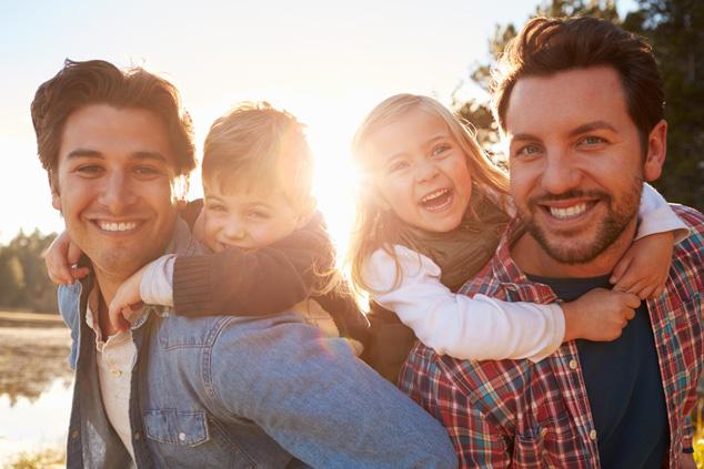 אבא, אבא ושני ילדים (צילום: שאטרסטוק)