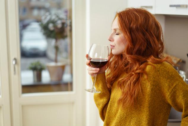 לנשים מומלץ להסתפק במשקה אלכוהולי  ליום, ולא אי אפשר לצבור (צילום: שאטרסטוק)