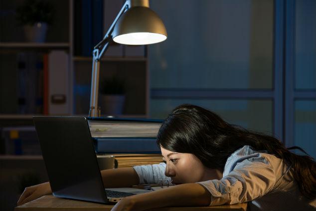 התאורה יכולה להפחית משמעותית את המאמץ על העיניים (צילום: שאטרסטוק)