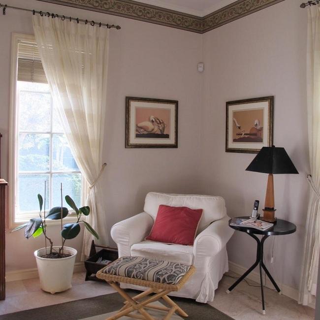פינת ישיבה רומנטית - חובה בכל חדר שינה (צילום: אן קליינברג)