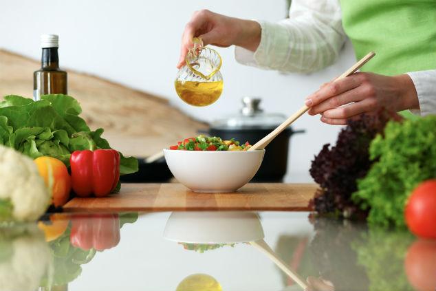 להעדיף שמן זית על פני שמנים אחרים בכל הזדמנות (צילום: שאטרסטוק)
