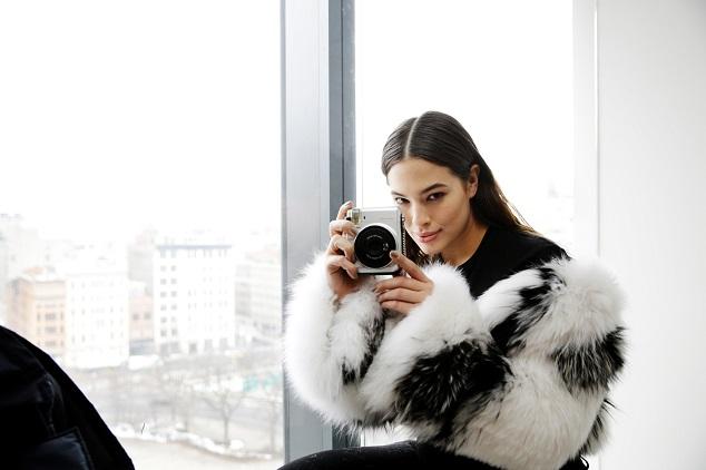 Ashley_Graham_wears_the_Silver_MK_x_FUJIFILM_INSTAX_Camera