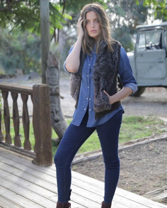 עדי שילון בג'ינס