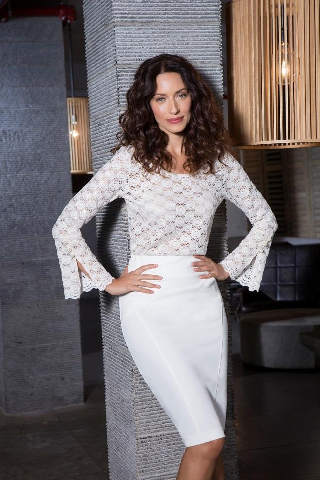 רשת האופנה דיסקרט חולצה 231 שח חצאית 179.90 שח צילום יריב פיין וגיא כושי (8)