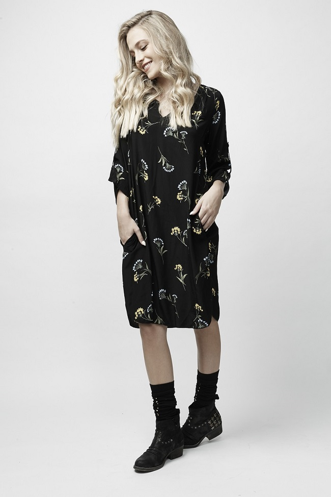פרופיל שמלה פרחונית שחורה 269 שח צילום יאיר כרמל