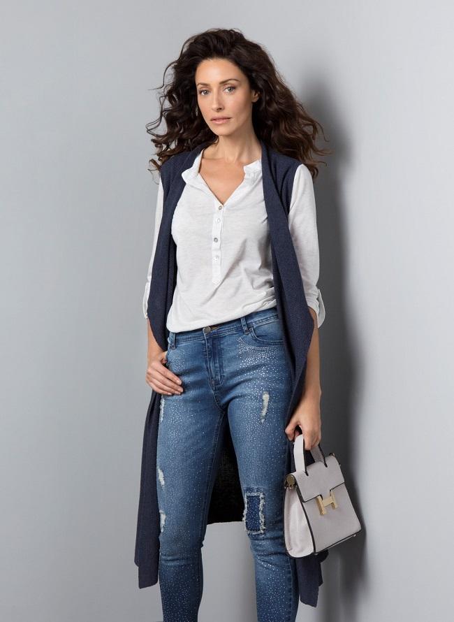 רשת האופנה דיסקרט וסט סריג מחיר 199.90 שח ג'ינס 199 שח תיק 139.90 שח צילום גיא כושי ויריב פיין (1)