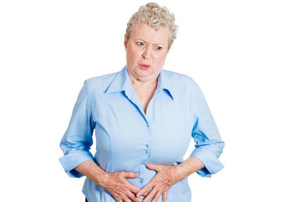 סבתא חייקה אומרת שדברים רעים לא שומרים בבטן (צילום shutterstock)