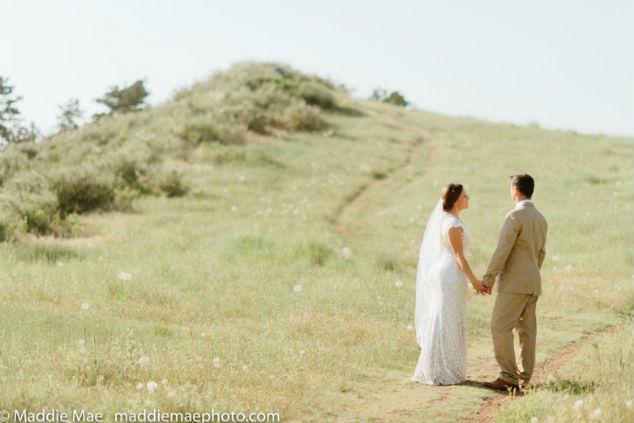 חתן וכלה בשדה - צילום מאדי מיי
