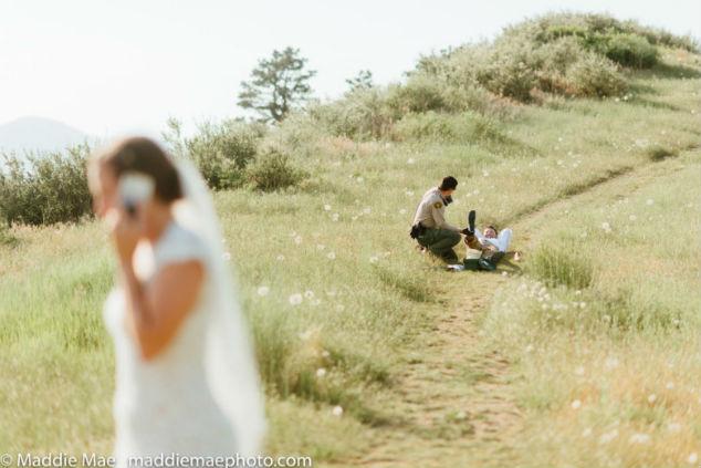 חתן וכלה בשדה עם נחש צילום מאדי מיי