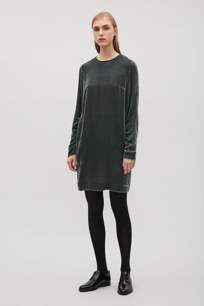COS שמלת קטיפה 495שח צילום יחצ