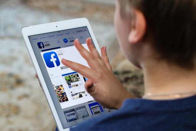 ילדים כבר לא יוכלו להתחבר לרשתות חברתיות? (צילום: AlesiaKan / Shutterstock.com)
