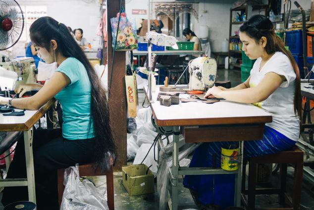 עובדי מפעל