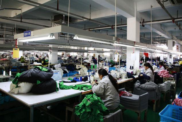 עובדות מפעל בגדים