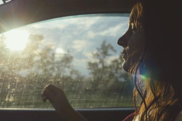 מוסיקה ונסיעה רגועה – ניקוי ראש לפני תחילת המרוץ היומיומי (Shutterstock, photo by mariyaermolaeva)