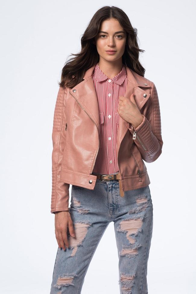 H&O- חולצת אריג 79.90 שח, מעיל דמוי עור 199.90 שח,  ג'ינס 159.90 שח צילום עידו לביא
