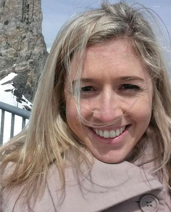 הולי בוצ'ר בשלג צילום מדף הפייסבוק שלה
