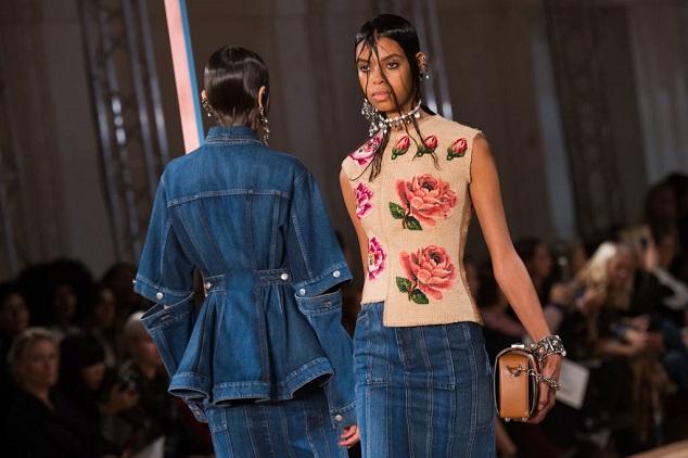 אלכסנדר מקווין בשבוע האופנה בפריז Photo by Francois Durand/Getty Images