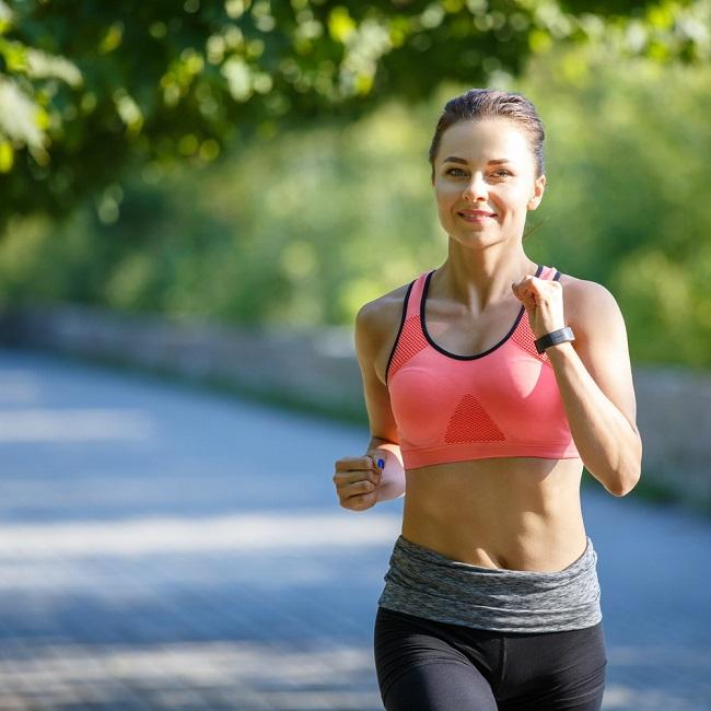 רוצות לרוץ? תתחילו לעשות יוגה ( צילום: shutterstock By nd3000 )