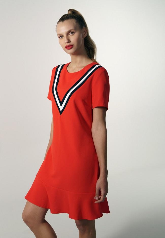 רנואר קולקציית כחול לבן אדום 2018 שמלת קולג 99.90שח צילום אלון שפרנסקי